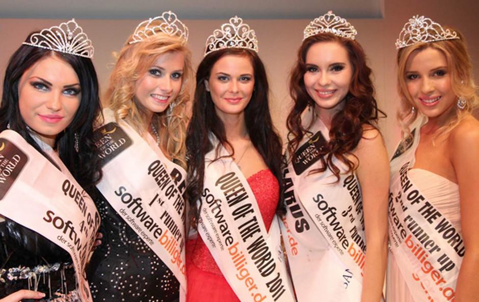 Lea Sitar (prva z leve), je postala 4. spremljevalka zmagovalke izbora Queen of the World. (foto: Queen of the World)