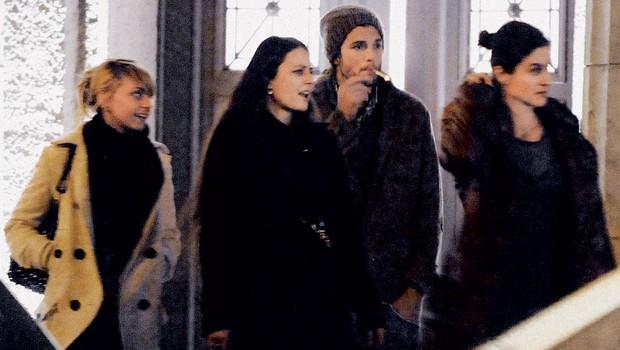 Ashton kutcher ima po tri hkrati. (foto: Profimedia.si)