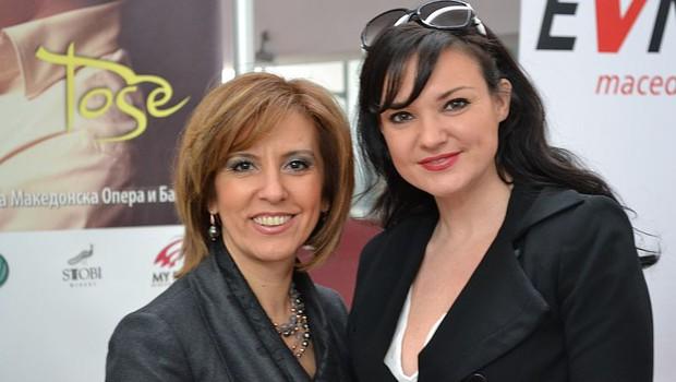 Elizabeta Kančevska-Milevska, ministrica za kulturo Republike Makedonije in Alenka Gotar, operna pevka (foto: Evrovizija.com)