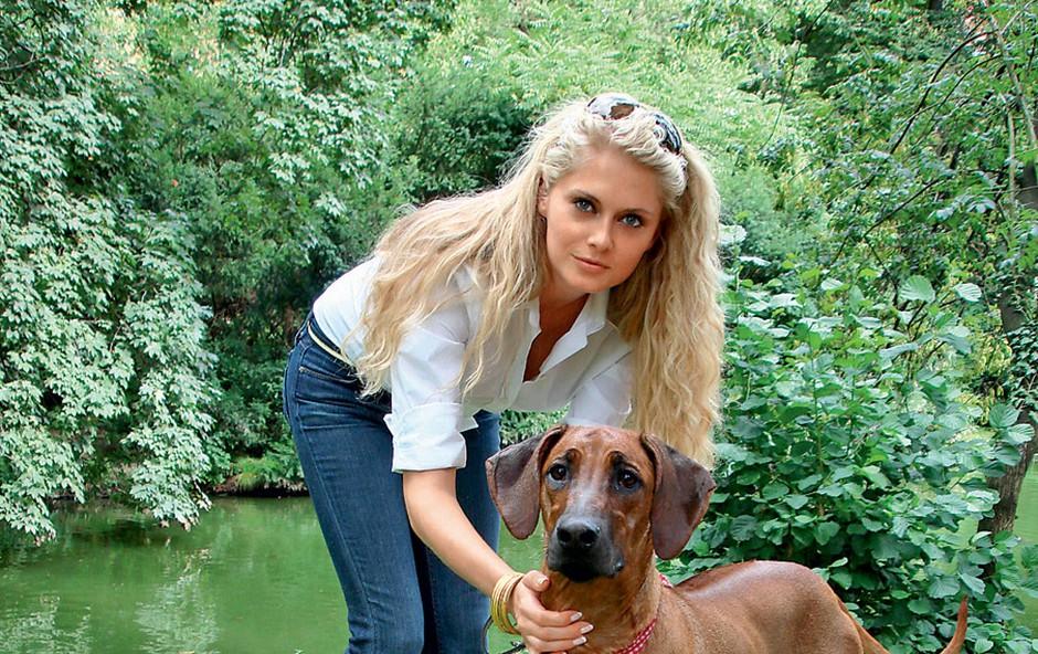 Maša Merc s psičko Timbo (foto: Mima)