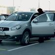Rebeka Dremelj: Novi stari avto, da sosedje obmolknejo