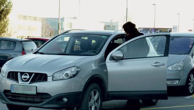 Rebeka Dremelj s svojim novim avtom (foto: N. Divja)