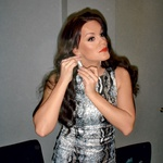 Rebeka je bila tudi na potovanju vedno urejena - še posebej pa se je nalepotičila za koncert Celine Dion. (foto: Story press)