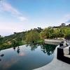 Pri bazenu se razprostira čudovit razgled na Los Angeles.