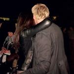 Nič kaj sramežljivo sta se na koncertu objemala in poljubljala. (foto: N. Divja)