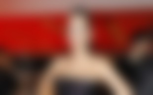 Bizarna rdeča preproga na Viktorjih