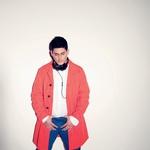 Oblačila: trenč Adam Kimmel, trgovina Hibrid, hlače Fishbone, New Yorker, pas Bershka, Bershka, slušalke Skullcandy, www.31gorillas.com, čevlji United Nude, trgovina Terraplana (foto: Mimi Antolovič)