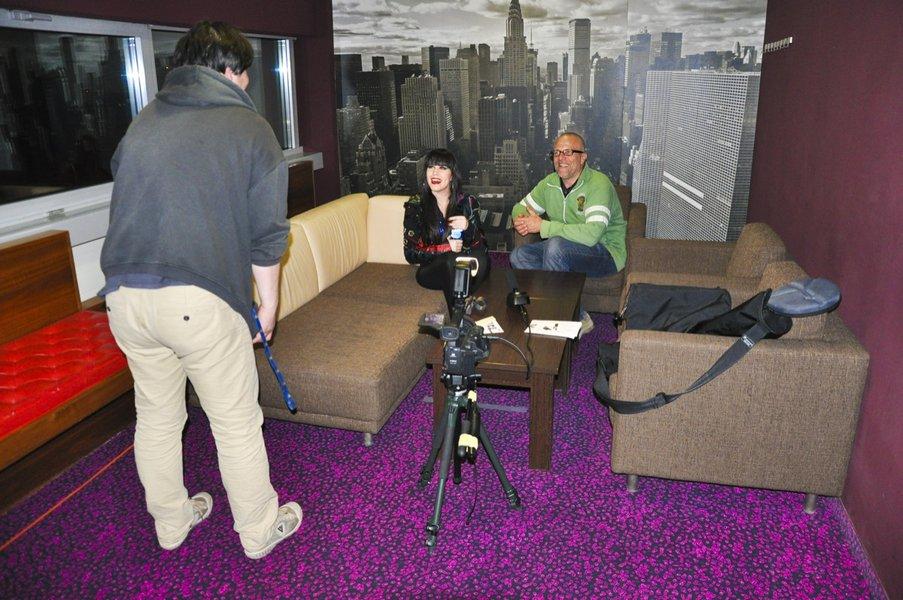 Nika je pred začetkom opravila kar nekaj intervjujev.