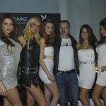 S Playboyevimi dekleti se je slikal tudi odgovorni urednik slovenskega Playboya Borut Omerzel. (foto: Sašo Radej)