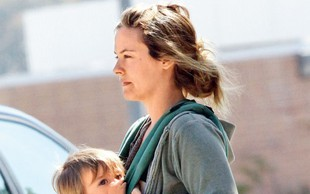 Alicia Silverstone: Otroka hrani s ptičjo tehniko