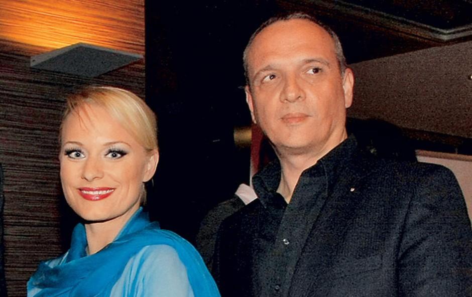 Damjan je uporavičeno ponosen na svojo uspešno seksi ženo Sabino Cvilak. (foto: Helena Kermelj)