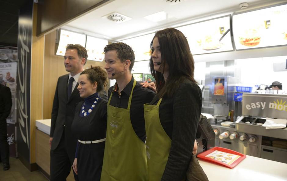 Ivjana Banić in Boštjan Romih v družbi ekipe McDonald'sa. (foto: Marko Dvornik)