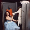 Oblačila: obleka D&G, Sportina XYZ; prstan H&M; čevlji Top Shop, Emporium