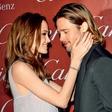 Angelina Jolie: Ob snubitvi zajokala