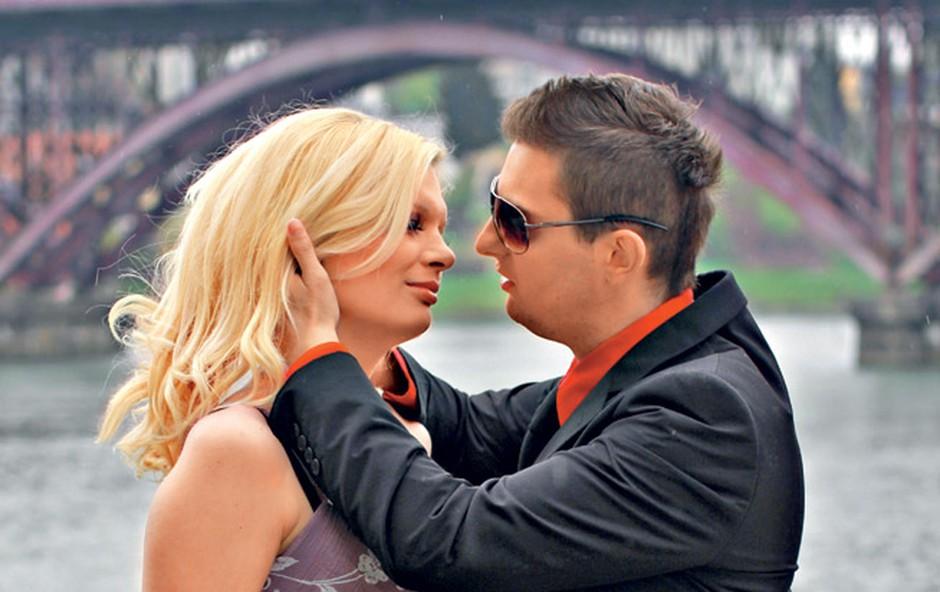 Zakonca Murko v sladkem pričakovanju sijeta od sreče (foto: Goran Antley)