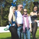 Med opazovanjem golfistov se je Barbara rade volje tudi fotografirala z igralci. (foto: Gojko Zrimšek)