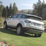 Prestižna vozila Land Rover so zlila z lepo pokrajino v Arboretumu. (foto: Gojko Zrimšek)