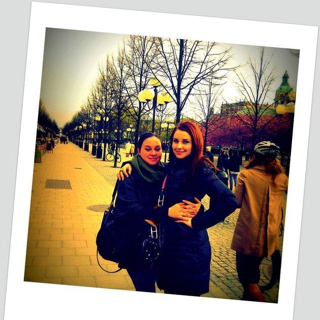 Maja Keuc s prijateljico Aljo