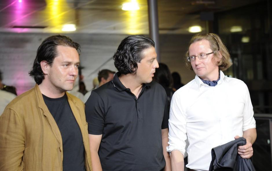 Avtorja dokumentarca Jurij Hudolin in Jaka Lucu v družbi glavnega junaka. (foto: Primož Predalič)