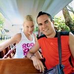 Zaljubljenca sta se odpravila tudi na številne izlete, vožnja z long tailom (tajski čoln z dolgim repom, ki ima na koncu propeler, op. a.) je bila užitek. (foto: osebni arhiv)