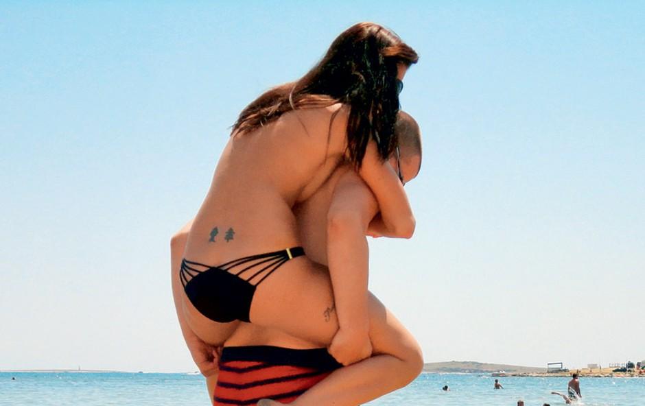 Sanja Grohar in Matej: Zaljubljenca na plaži (foto: Story press)
