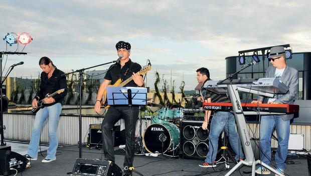 Glasbenik Samuel Lucas je s svojim energičnim bendom znova dokazal, da je zabavljač prvega razreda.  (foto: Sašo Radej)