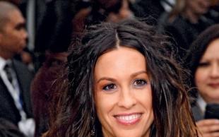 Alanis Morissette: Zaradi paparacev so zvezde iskrene