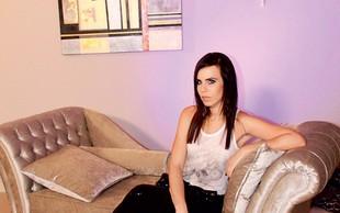 Lorella Flego: Snemala pozno v noč