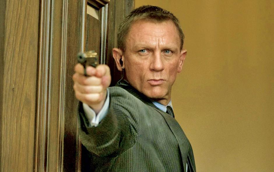 Bonda seveda igra Daniel Craig, njegova naloga pa je, da porazi zlobneža, torej Javierja Bardema. Vlogo M je spet prevzela Judi Dench, v filmu pa je sicer mogoče videti tudi Ralpha Fiennesa, Bena Whishawa, Bondovi dekleti pa sta Naomie Harris in Berenice Marlohe. (foto: MGM)