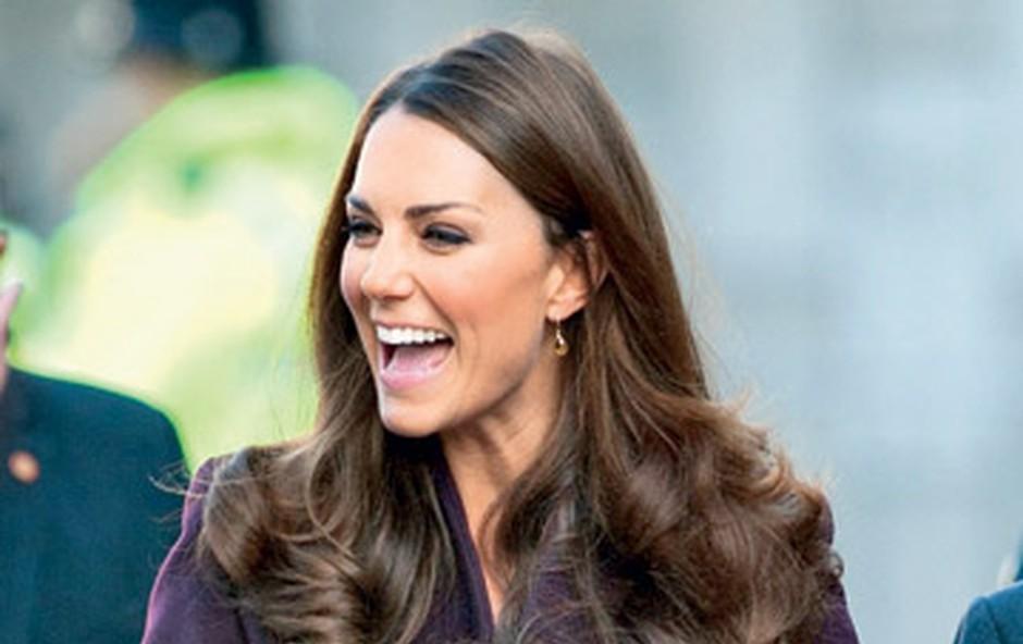 Kate Middleton: Po škandalu  zapeta do vratu (foto: Profimedia.si)