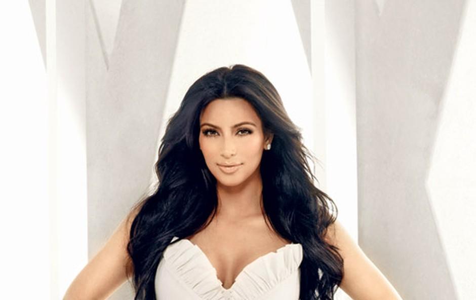 Kim Kardashian: Hvali se  z 'novo'  postavo (foto: E! Entertainment)