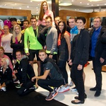 Olimpijec Primož Kozmus in direktorica Magistrata International, Helena Draškovič sta skupaj z NIKE ambasadorji takole otvorila novo NIKE trgovino v Emporiumu. (foto: Marko Vavpotič)