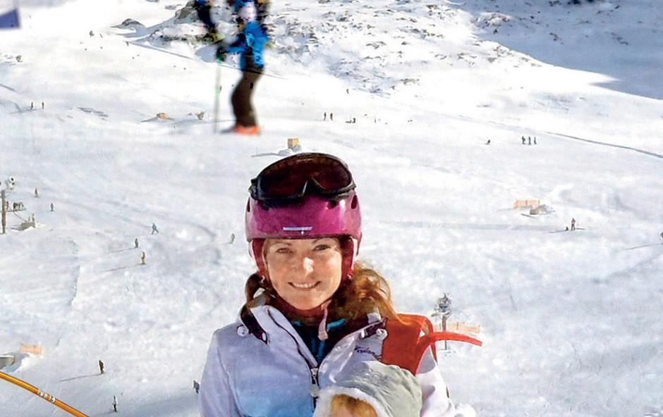 Tia je svoji hčerkici sneg predstavila kar na 3200 metrov nadmorske višine.  (foto: Osebni arhiv)