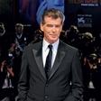 Nekdanji agent 007 še zdaj navdušuje dame: Pri 66 letih je videti fantastično!