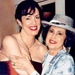 Mama, ki se že vrsto let ukvarja z astrologijo, je pomagala že številnim slavnim prijateljem hčerke Hannah.  (foto: Osebni arhiv)