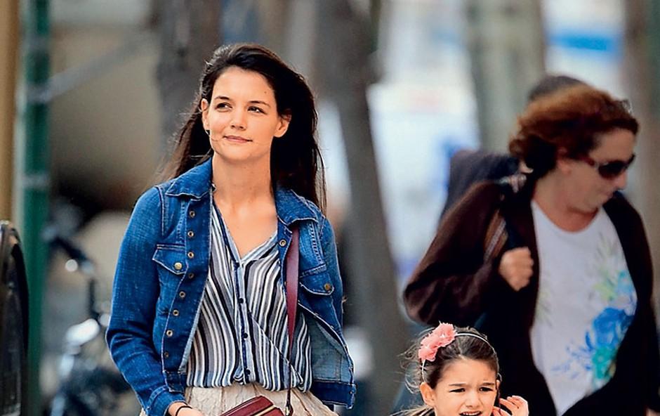 Katie bo božič s hčerkico Suri in svojimi domačimi preživela doma v Ohiu. (foto: Profimedia.si)