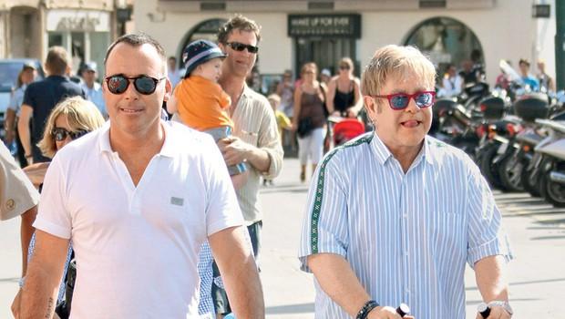 Elton John je rojstvo prvega sina Zacharyja označil za najlepšo stvar, ki se mu je zgodila po tem, ko je spoznal svojega partnerja Davida Furnisha, podobna čustva pa so ga verjetno preplavila tudi ob rojstvu drugega otroka.   (foto: Profimedia.si)
