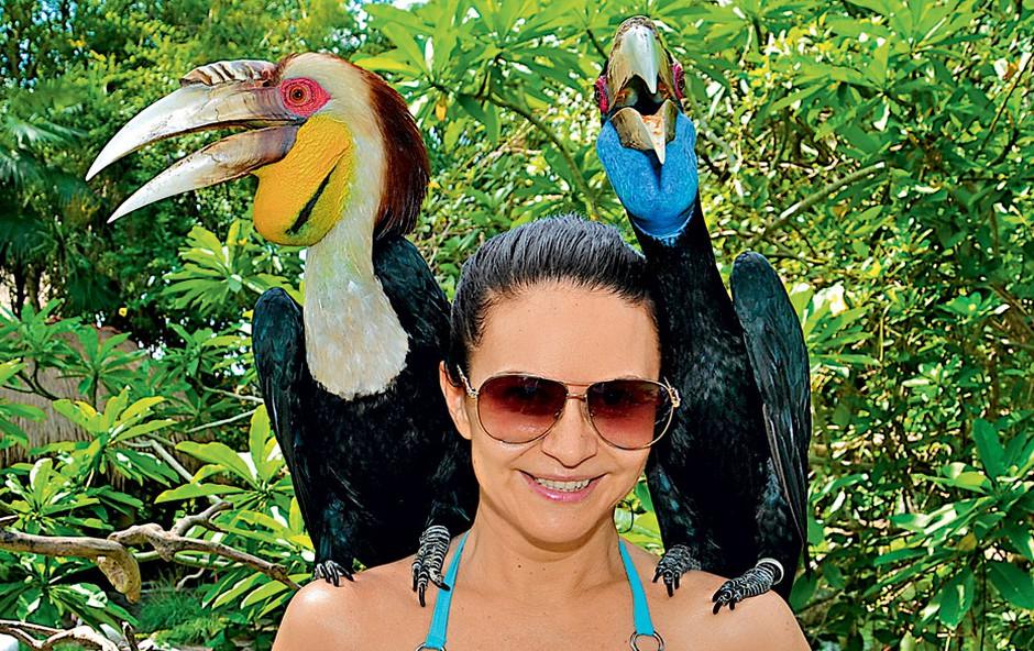 Marijana je bila presrečna ob fotografiranju v barvitem parku ptic na Baliju. Fotografija je bila na koncu videti kot dopustniška razglednica. Pohvalno. (foto: Osebni arhiv)