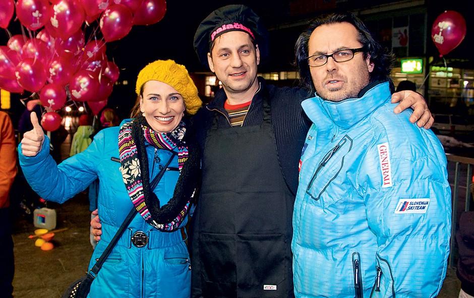 Igralca Jernej Kuntner in Alenka Tetičkovič, ki je imela takoj po odprtju v SiTi Teatru še predstavo, sta navdušeno sprejela povabilo šefa palačinkomata Aljaža Deua. Pozneje sta se še sama preizkusila v peki. (foto: Zaklop.com, Sašo Radej)