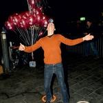 Najbolj so bili seveda nad vabilom na odprtje navdušeni otroci. Med čakanjem na poslastico iz palačinkomata jih je zabaval žongler Ivo Lukša, ki je ustvarjal z milnimi mehurčki. (foto: Zaklop.com, Sašo Radej)