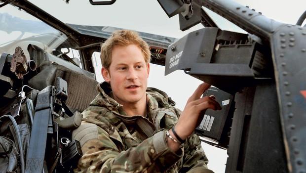 """""""Verjetno sem dober pilot tudi zato, ker sem kot otrok veliko igral računalniške igrice,"""" se šali princ. (foto: Profimedia.si)"""