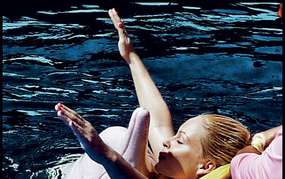 Špela Grošelj je med drugim na Tajskem uresničila veliko željo, ko je plavala z delfini. (foto: Osebni arhiv)