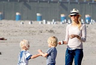 Naomi bo zdaj še pogosteje v družbi svojih sinov Alexandra in Samuela.