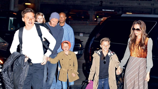 David in Victoria, ki imata štiri otroke, Harper, Romea, Cruza in Brooklyna, se očitno ne znajdeta najbolje, kadar sta ločena.                          (foto: Profimedia.si)