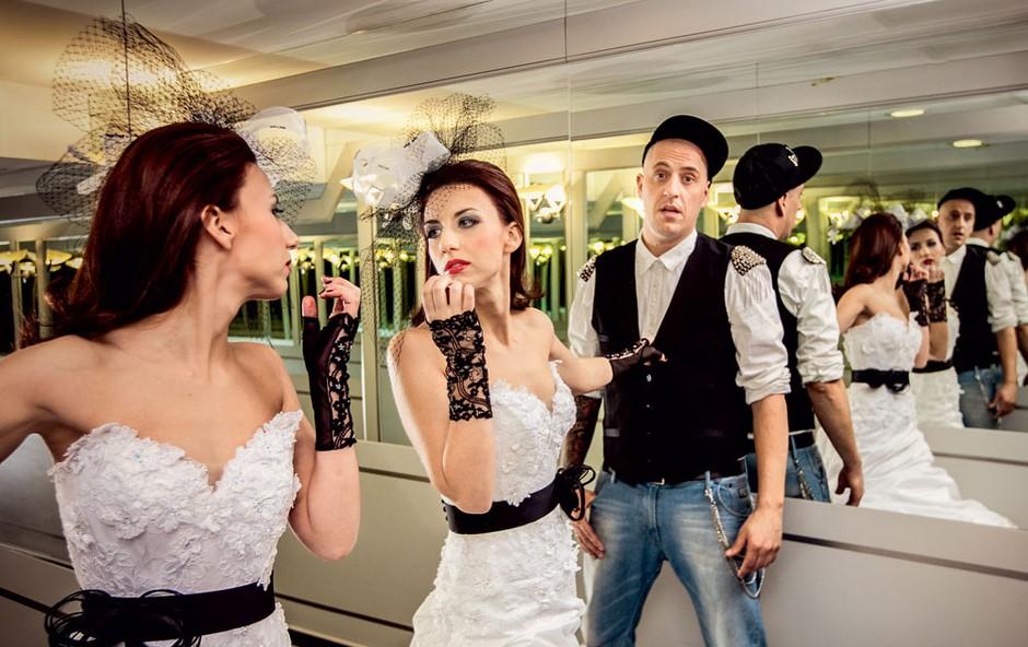 Številni jima pravijo moderen poročni bend.  (foto: Aperturia wedding photography)