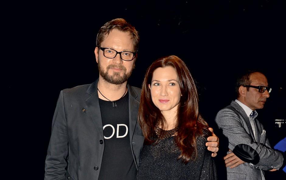 Ob strani mu stoji lepa soproga, igralka Sabina Kogovšek Zrnec. (foto: Sašo Radej)