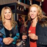 Citrarka Tanja Zajc Zupan in zmagovalka šova talentov Julija Kramar sta se predstavi iskreno nasmejali. (foto: Sašo Radej)