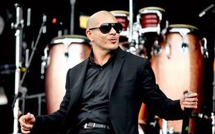Pitbull žalil Lindsay Lohan