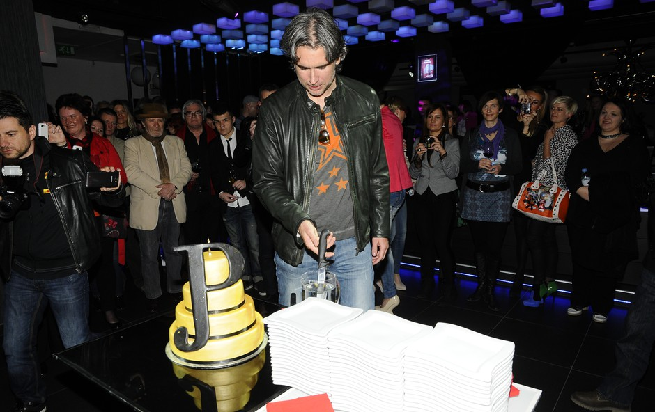 Jan je po premieri z oboževalci in prijatelji proslavil v ljubljanskem klubu Top Six.  (foto: Sašo Radej)