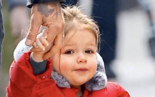 Beckhamova punčka na sprehodu